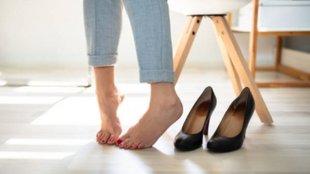 Ezt teszi a szoros cipő a lábujjaiddal: fájdalom, bütyök, görbeség