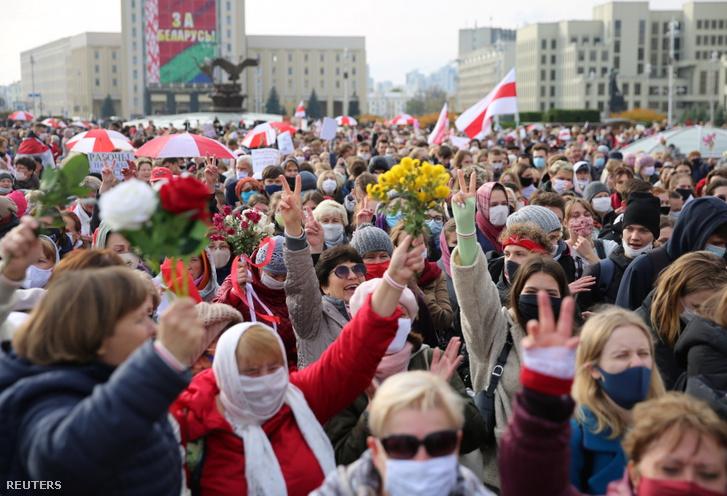 Ellenzéki tüntetők Minszkben 2020. október 26-án