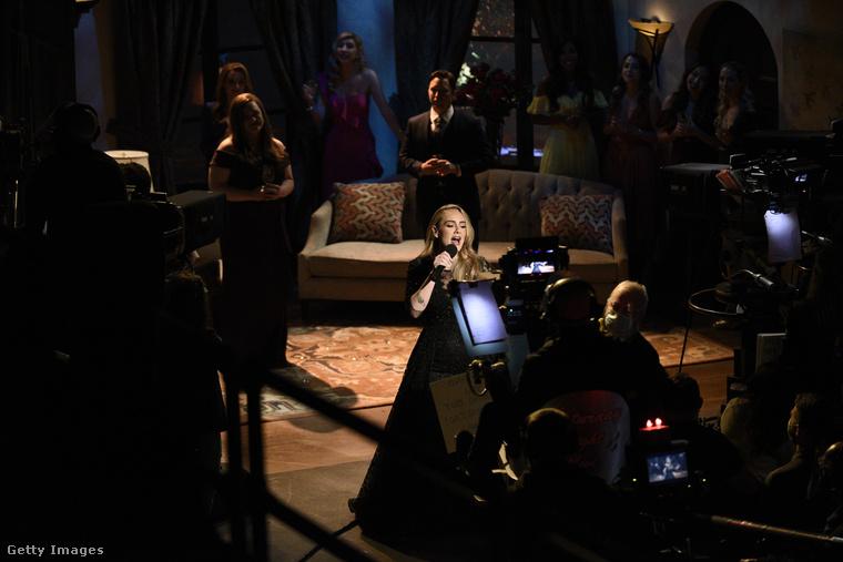 A hétvége egyik legizgalmasabb nemzetközi televíziós eseménye az volt, hogy Adele, az énekesnő fellépett a Saturday Night Live című kabaréműsorban