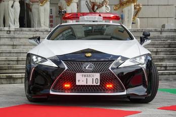 Lexus sportkocsit kapott a japán rendőrség