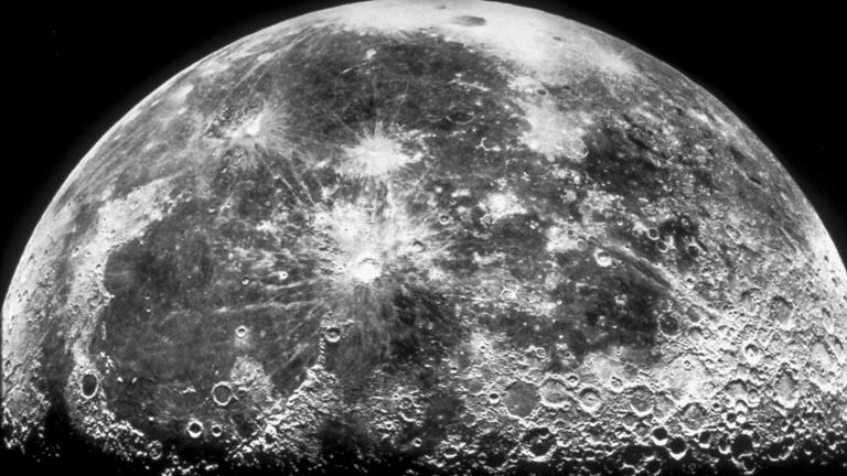 Vizet talált a NASA a Holdon