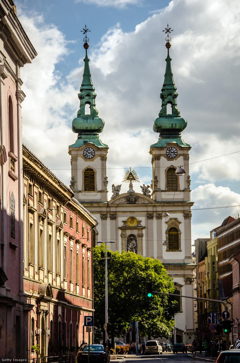 Batthyány tér, Felsővízivárosi Szent Anna-plébánia.