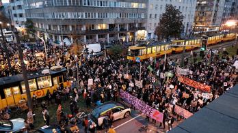 Heves abortuszpárti tüntetések Lengyelországban