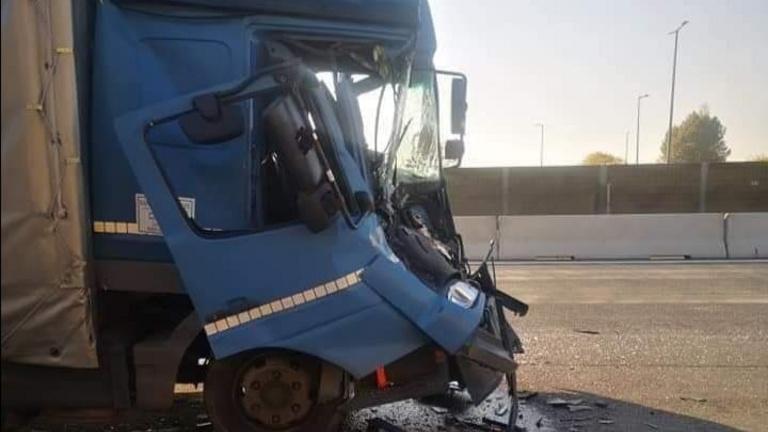 Teherautó és kamion ütközött az M0 autóúton