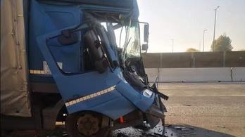 Teherautó és kamion ütközött az M0-s autóúton