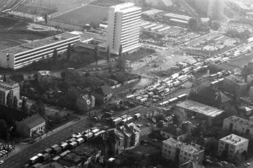 Légifotó az M1-M7 bevezető szakaszáról és a Budaörsi út környékéről. A felvétel a taxisblokád idején, 1990. október 26-án készült.