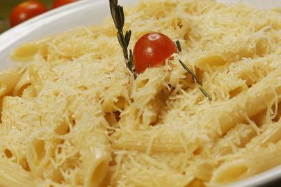 Sütőben sült fokhagymás tészta rengeteg sajttal - Minden van hozzá otthon