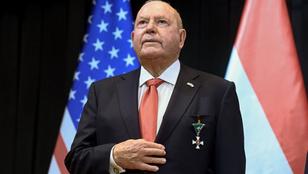 Orbán kitüntette Cornsteint és szorít Trump győzelméért