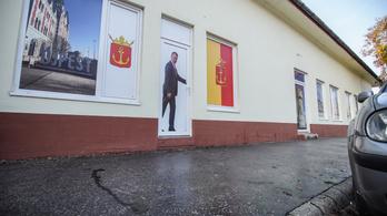 Az aszfalt csak a DK képviselőjének irodája előtt újult meg Újpesten