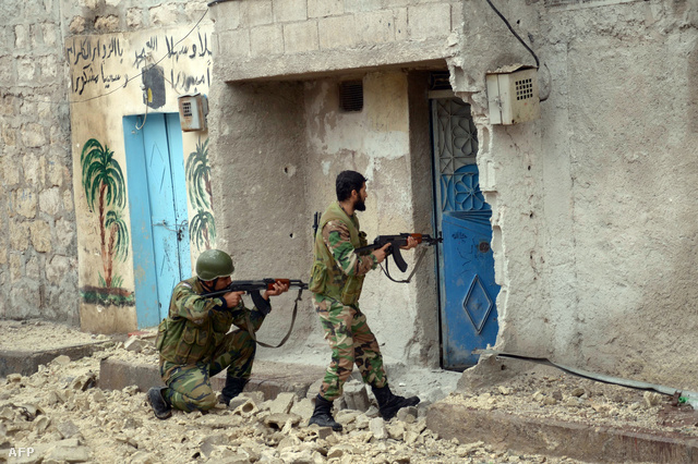 Kormányerők járőröznek Aleppóban