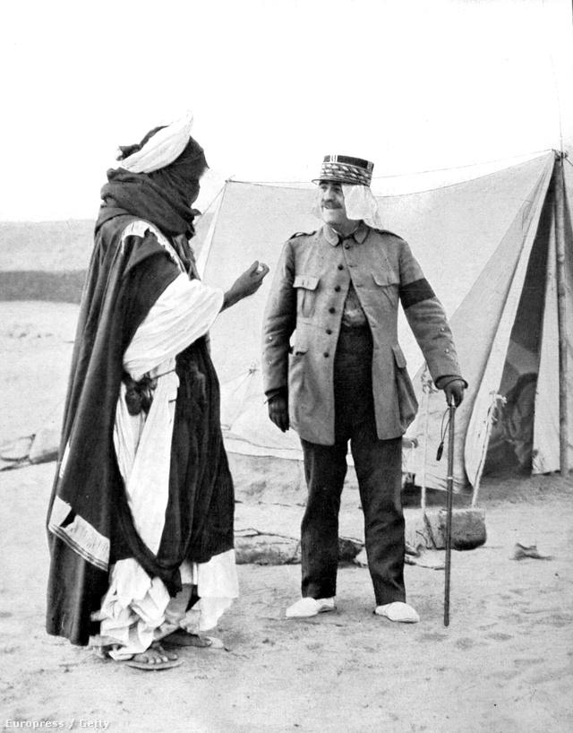 Tuareg főnök és Franchet d'Espere marshal 1925-ben a Szaharában.