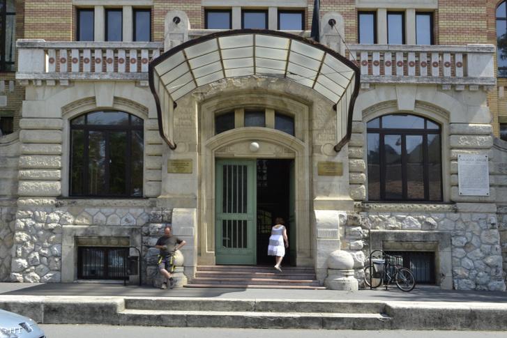 A Semmelweis Egyetem Pszichiátriai és Pszichoterápiás Klinikájának épülete a főváros VIII. kerületében, a Balassa utca 6.-ban