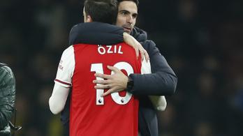 Az Arsenal játékosai sem értik, Arteta miért száműzte Özilt