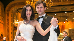 Megszületett Gryllus Dorka és Simon Kornél kisfia, máris címlapon a baba