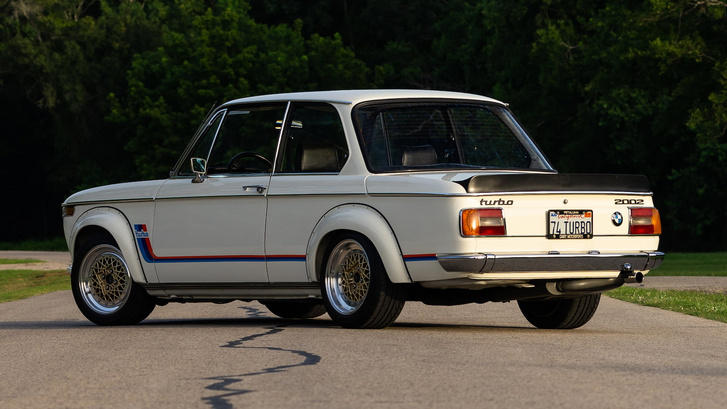 Lesz benne szó egy kinézetre hasonló, de sokkal pocsékabb 02-esről, ami BMW