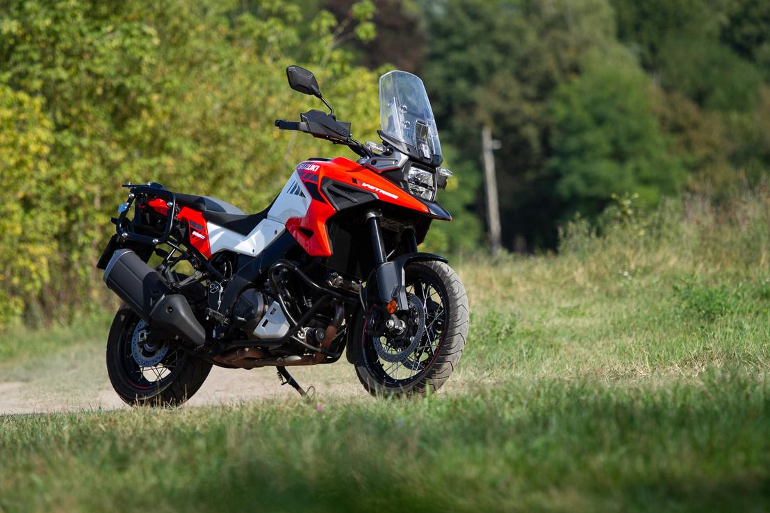 Így a Katanára is hasonlít, szóval még brandarculatot is erősít az új formaterv, de az egész motorkerékpárnak mindenének jót tett a teljes átdolgozás