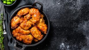 A koreai sült csirke egy nagy adag savanyított retekkel a legfinomabb
