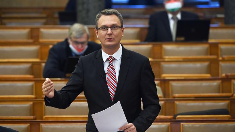 Koronavírusos lett Rétvári Bence államtitkár