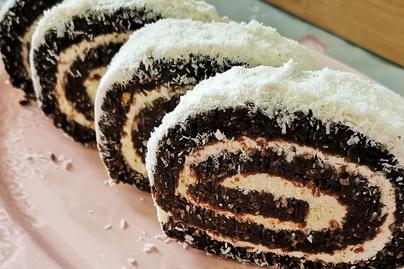 Sütés nélküli gesztenyés keksztekercs: macera nélkül készül a mutatós desszert
