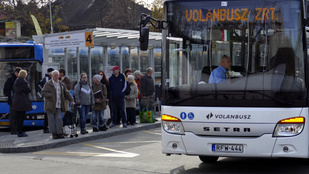 Változik a vasúti és a helyközi buszközlekedés is mindenszentek ünnepén