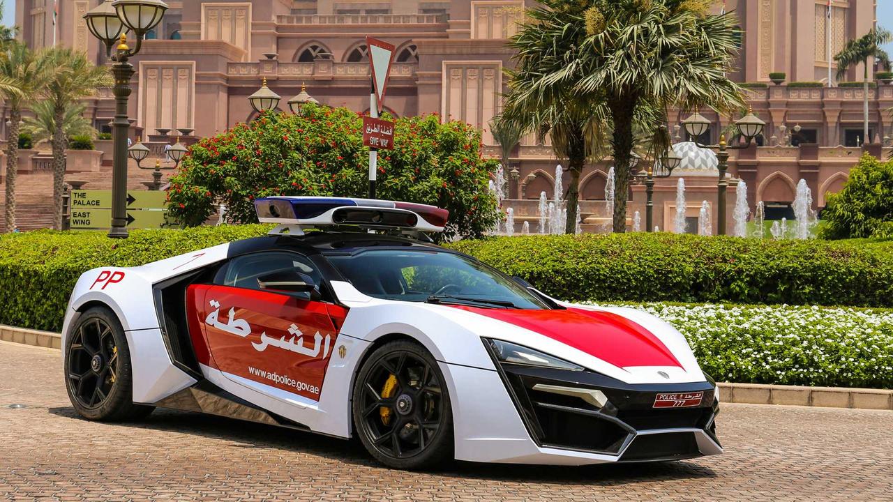 Abu-Dzabi rendőrsége kezet foghat a dubajival, ugyanis az ő flottájuk is tele van olyan hasonlóan extravagáns és erősen túllövésnek tűnő autóval, mint például ez a Lykan HyperSport. A 2,8 másodperces százas sprinttel és 395 km/órás végsebességgel ugyan nincs sok ellenfele, de mivel csak hét példány készült belőle, elég elképzelhetetlen, hogy a díszkörökön túl valaha is bevetik.