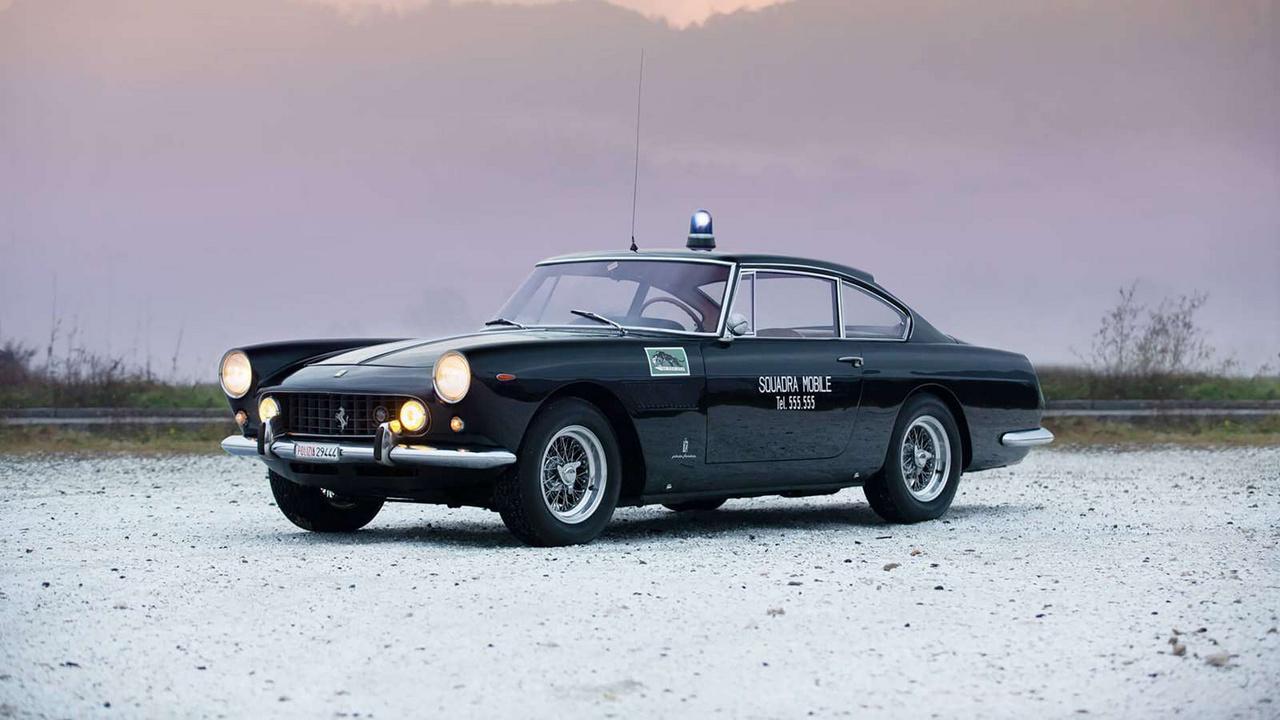 Ez a Ferrari 250 GTE még az 1960-as években rendőrautóként kezdte a pályafutását, de versenyeztek vele a Dolomitokon is. Erről is volt cikkünk korábban.