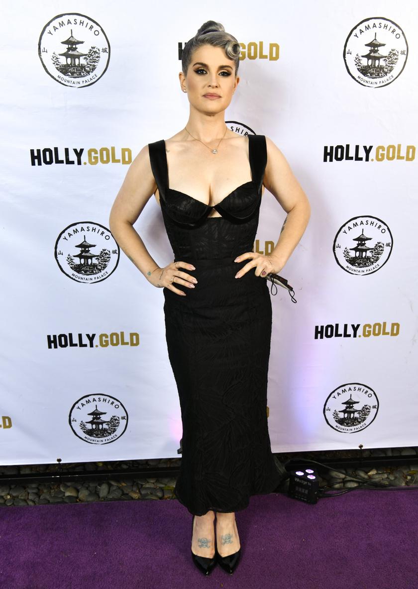 Kelly Osbourne 36. szülinapi buliján ilyen karcsún jelent meg.