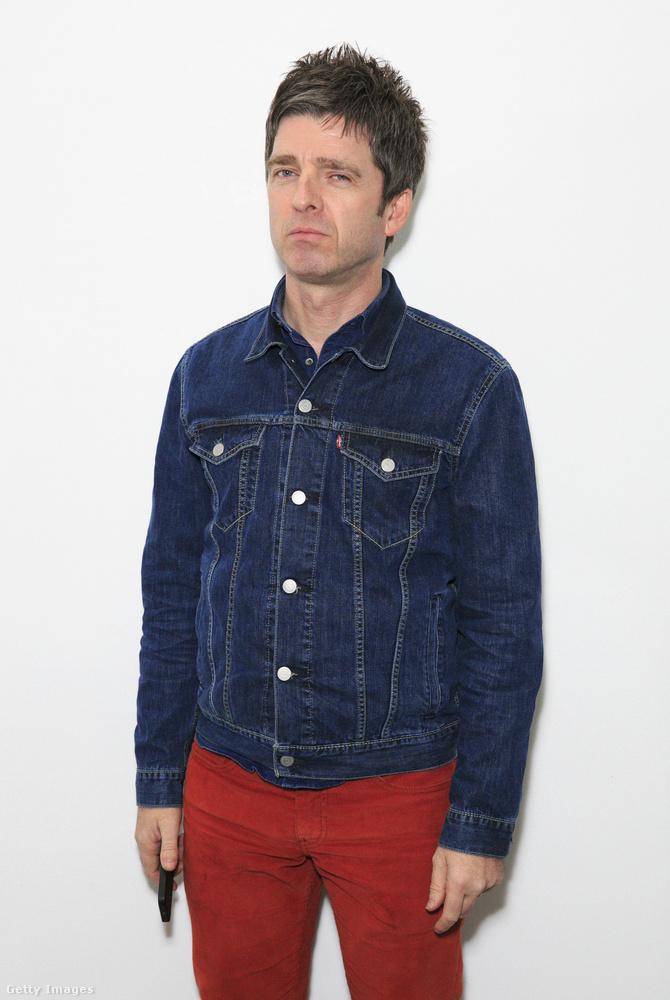 Noel Gallagherről, a 2009-ben feloszlott Oasis gitárosáról van szó, akinek 2000-ben született lányát, Anais Gallaghert láthatta az előző képeken
