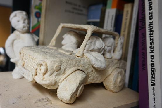 Az olvasói sól-liszt gyurma szobrászverseny egyik pályaműve