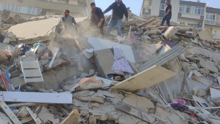 Kis mélységben történt a rengés, ezért ekkora a pusztítás Törökországban