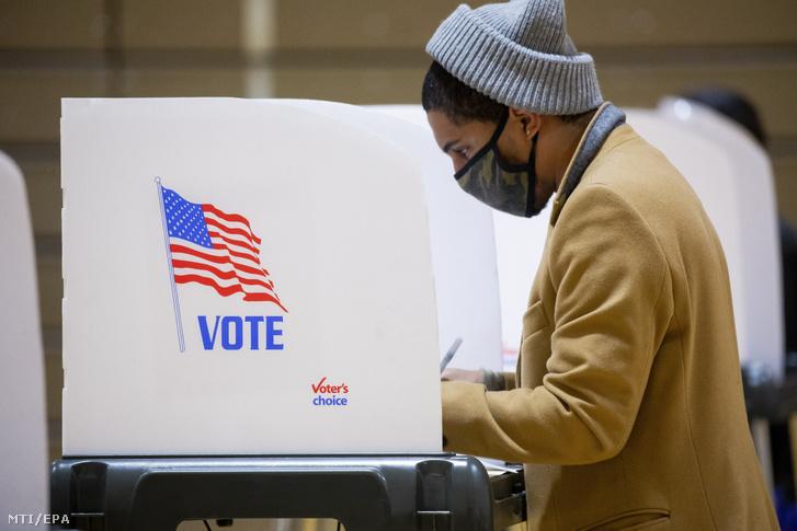 Előszavazó a Maryland állambeli Lanhamban 2020. október 30-án