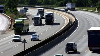 A kormányt perli az EU-t a mobilitási csomag miatt, a fuvarozók támogatják