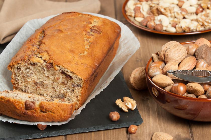 Ma már számos alternatíva létezik, amire le lehet cserélni a sima fehér kenyeret, és ami beleillik a paleodiétába, vagy ha vissza szeretnéd kicsit szorítani a szénhidrátfogyasztást. A banános-diós kenyér mandulalisztből készül, cukor helyett xilitet vagy eritritet használhatsz. Mutatjuk hozzá a receptet.