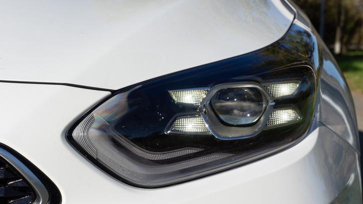 Széria a full-LED fényszóró a plug-in Ceedeknél