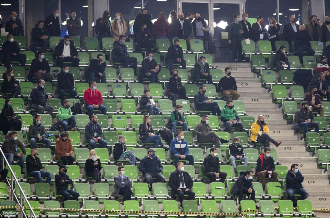 Nézők a Ferencváros - Dinamo Kijev mérkőzésen a budapesti Groupama Arénában 2020. október 28-án