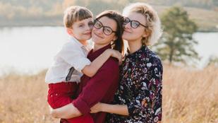 Egyetemi kutatók szerint azonos nemű párok gyerekei jobban tanulnak az iskolában