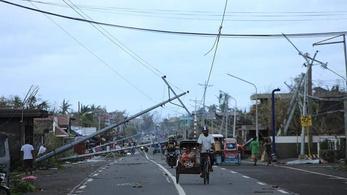 Galéria: 300 kilométeres óránkénti sebességgel söpört át a Fülöp-szigeteken a Goni tájfun