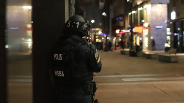 Terrortámadás Bécsben: négy ember meghalt, az egyik merénylő az Iszlám Állam híve volt