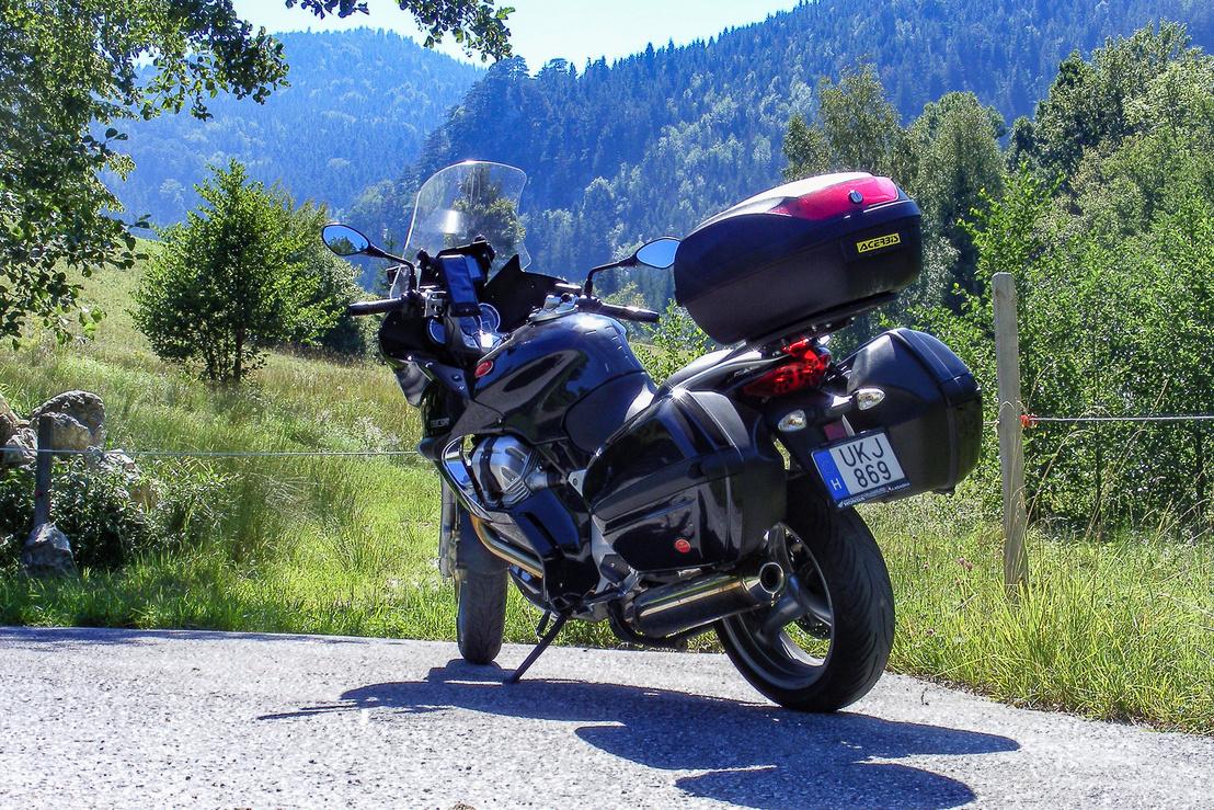 Ez az ő kedvenc terepe: hegyek és szerpentinek. Itt kanyarogva a 400-420 km-es hatótáv is elérhető, 5 literrel beéri