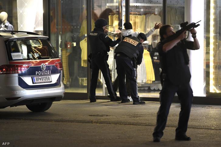 Rendőri motozás a Mariahilferstrassén