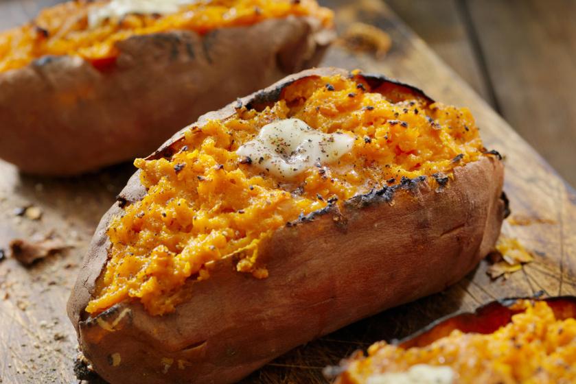 Így készítve lesz a legfinomabb a sült édesburgonya: a batáta egészben kerül a sütőbe