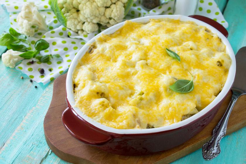 Darált húsos, sajtos rakott karfiol: egyszerű, szaftos tepsis fogás
