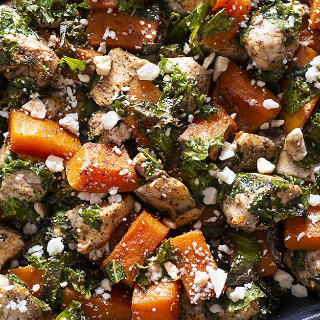 Sütőben sült csirkemell az ősz kedvenc zöldségeivel – Kiadós, megúszós vacsora