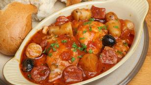 Készíts gazdag spanyol ragut csirkéből és chorizóból!