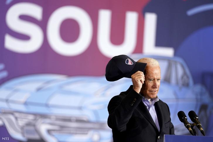 Joe Biden, a Demokrata Párt elnökjelöltje beszédet mond egy kampányrendezvényen az Ohio állambeli Clevelandben 2020. november 2-án, egy nappal az elnökválasztás előtt