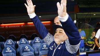 Sikeres volt Diego Maradona koponyaműtéte