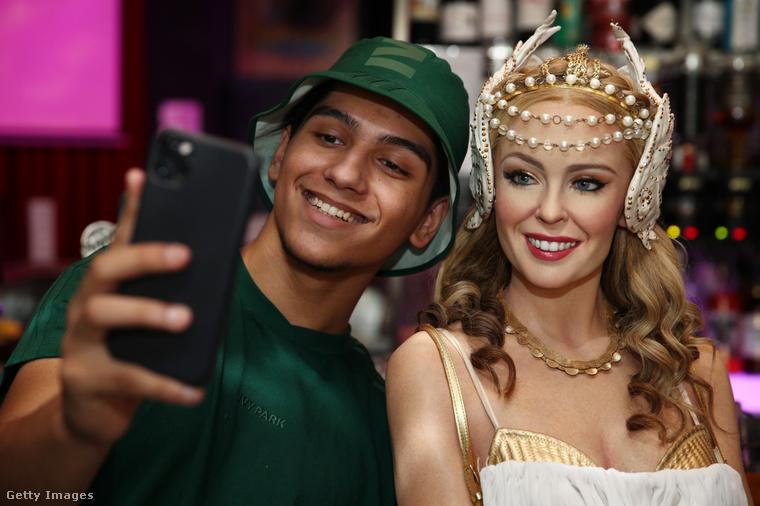Hát persze, Kylie Minogue-ról van szó, akinek mondjuk sokat alakult az arca az évek során,