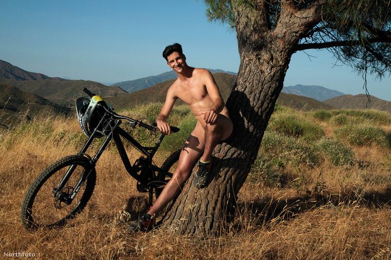 Többségük a természetben készült, biciklizés, futás vagy éppen teniszezés közben