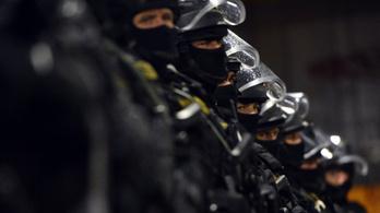 A TEK visszavonta a készültséget a határon, de éber marad