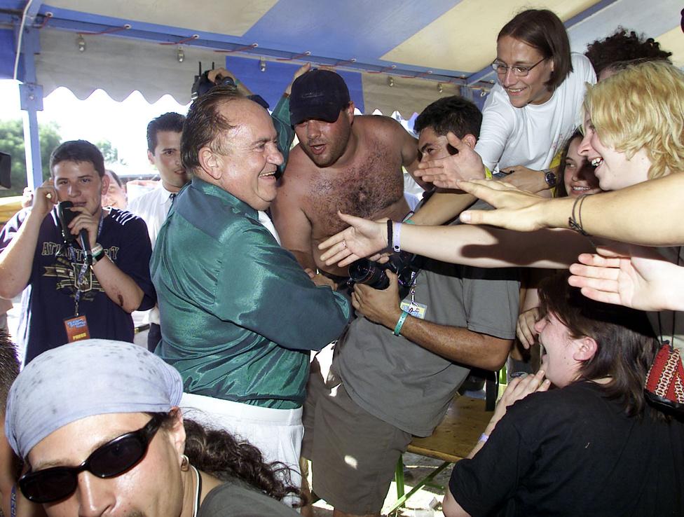 2001-ben Torgyán József is ott volt a Pepsi Szigeten. Az FKGP elnöke fehér nadrágjával és átizzadt zöld selyemingével is jelezte a Fradi iránti szeretetét. A fiatalok, akikkel többször megállt beszélgetni, hangos kiabálással köszöntötték, és autogramokat kaptak.
